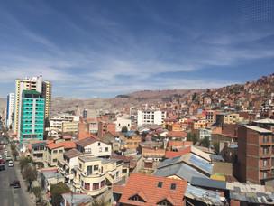 La Paz, une ville qui divise et une route qui défie la mort