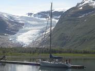 Isn't it dangerous to moor in front of a glacier?