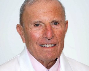 At 88, this doctor won't give up on a long-ignored treatment for strokes and heart attacks