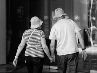 Ask Well: Is it more difficult for an older person to lose weight?