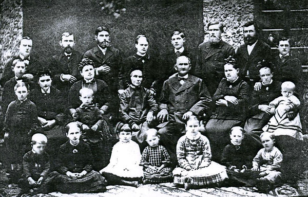 Family trip to Russia 1885.jpg