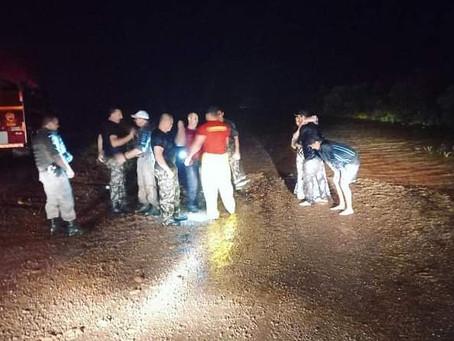 Família é resgatada após carro ser arrastado pelas águas do Rio Pirajú em São Luiz Gonzaga
