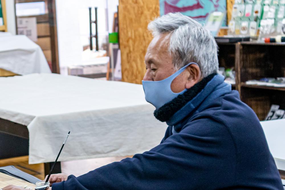 会長の小沢頼孝アクリル加工のプロフェッショナルです