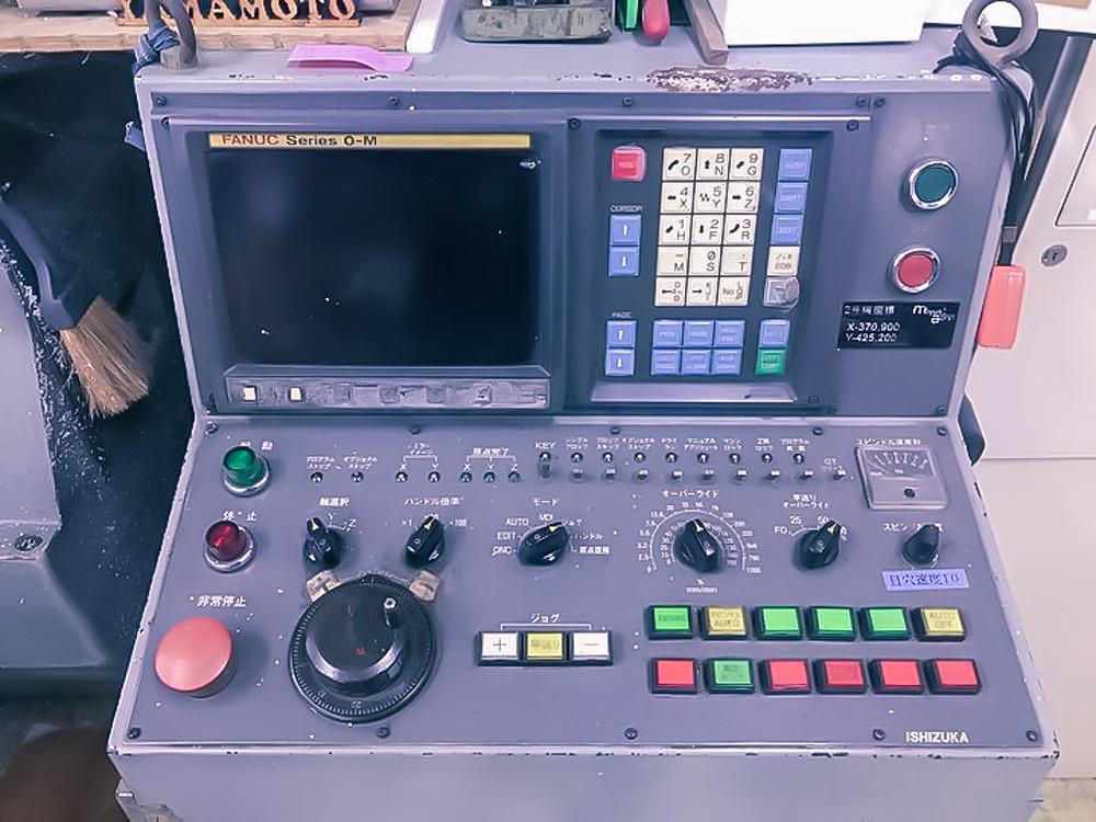 FANUC社0M 機械を制御する装置です