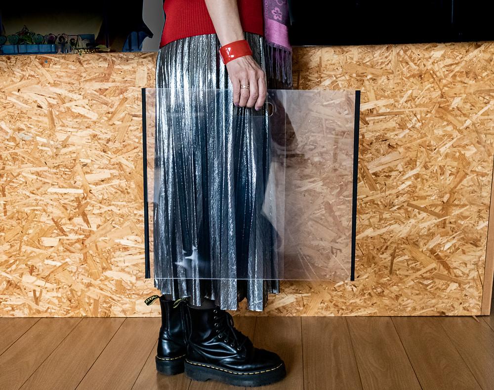 折り畳んで運べます/ 折り畳めるパーテーションオリパ