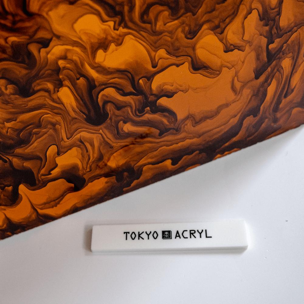 オレンジ色に近い色のべっ甲です/ Tokyo Acryl