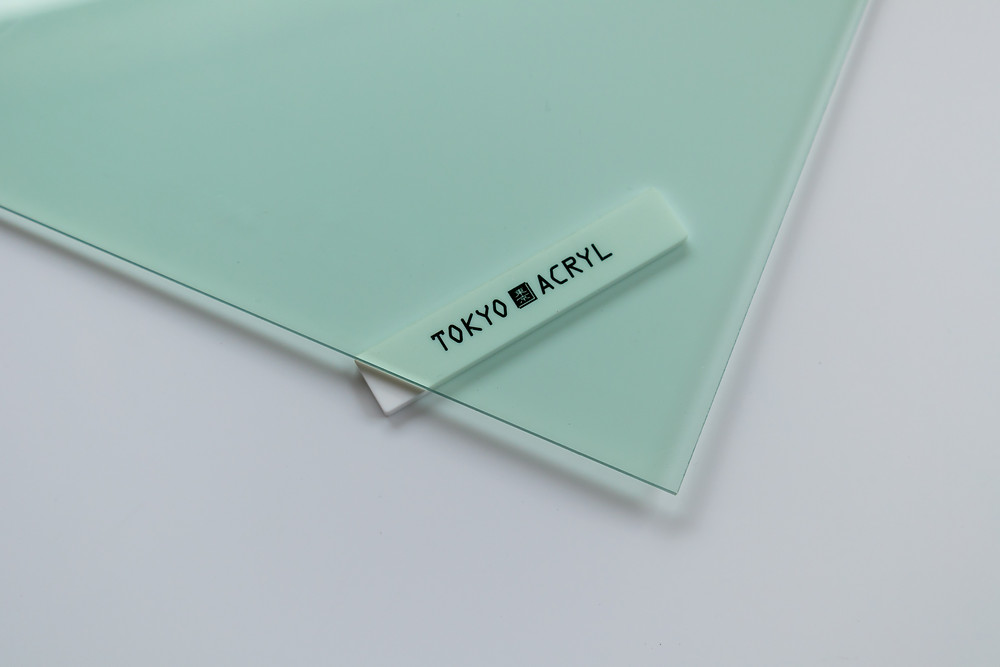 ガラス色の透明なアクリル板です/ TOKYO ACRYL