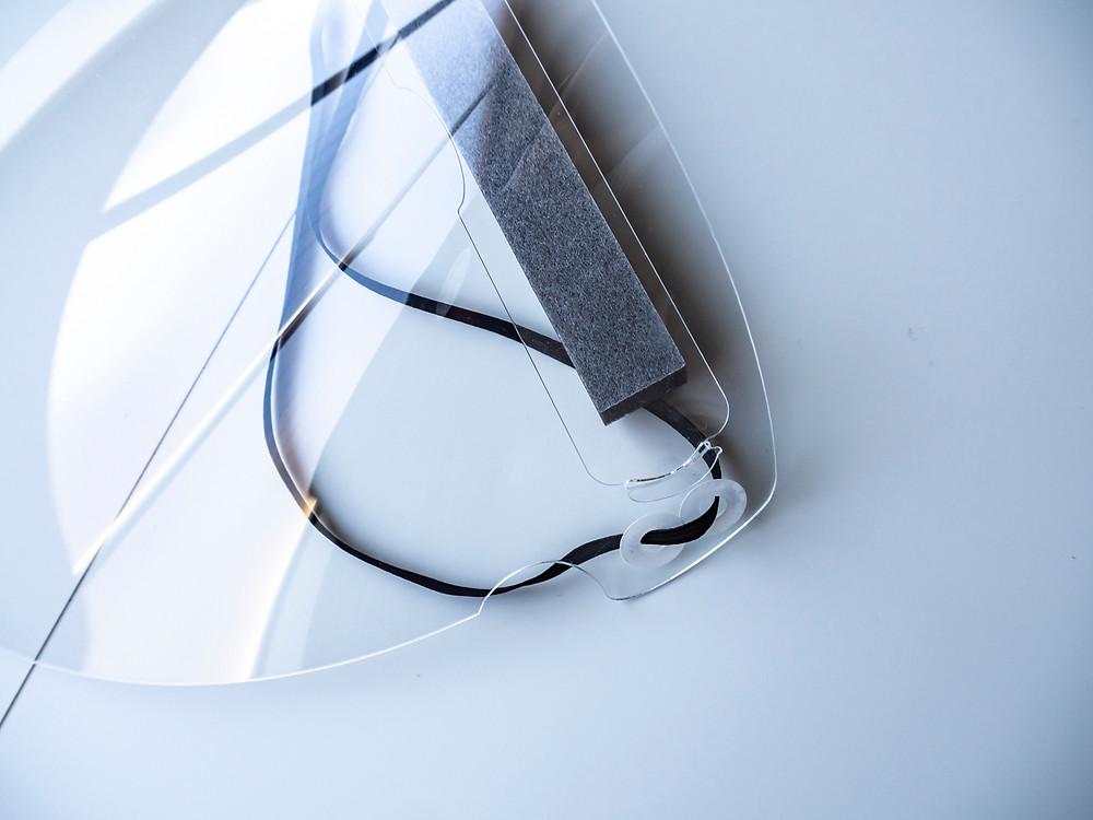 耐衝撃性を持った1mm厚のアクリルなので安定感があります / Miyuki Acryl