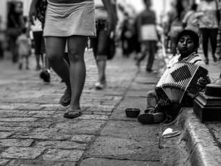Fatores socioeconômicos são mais determinantes em avanço da pandemia no Brasil do que comorbidades