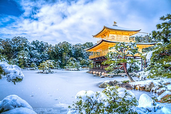 Kinkaku-ji_golden_pavilion_in_snow_japan.jpg