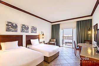 Luxually Twin Bed Room