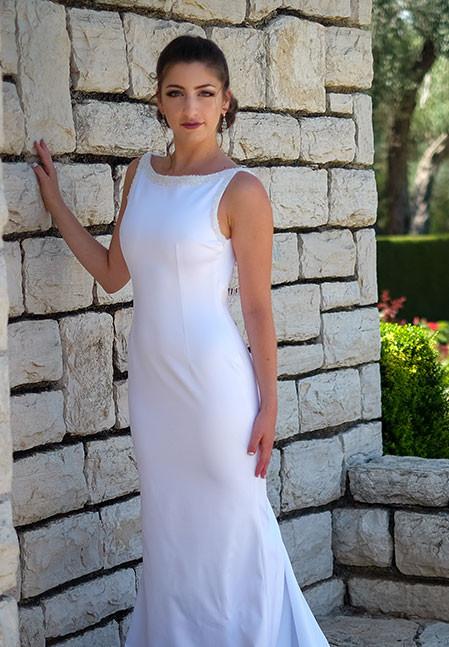 שמלת כלה קלאסית לבנה בסגנון טנגו ארגנטינאי עם שובל