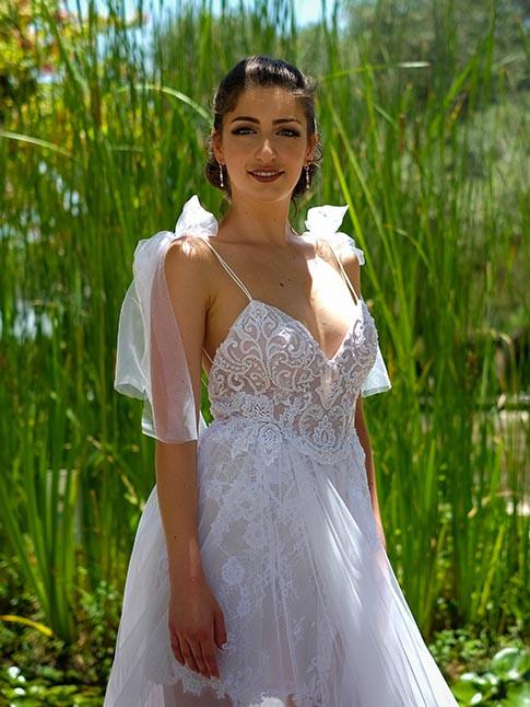 שמלת כלה בלרינה עם חצאית טול ובגד גוף תחרה עם מחשוף