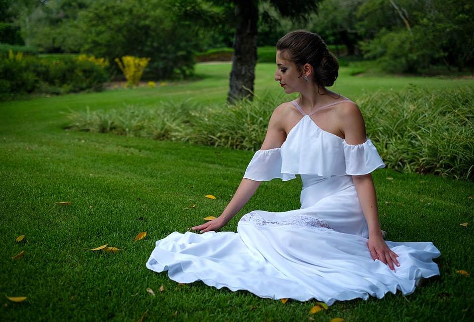 שמלת כלה בסגנון פלמנקו עם שיפולי בד עדינים