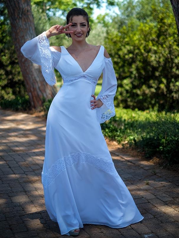 שמלת כלה בסגנון דיסקו עם שרוולי פעמון ארוכים ומחשוף וי