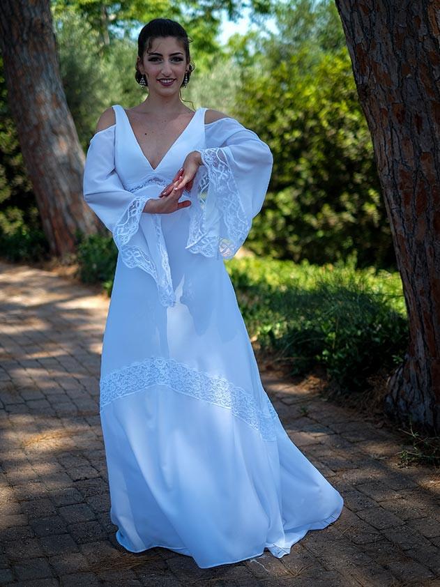 שמלת כלה בסגנון דיסקו עם שרוולי פעמון, תחרה ומחשוף וי