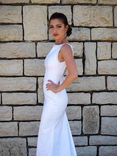 שמלת כלה קלאסית לבנה בסגנון טנגו ארגנטינאי עם שובל וחרוזים