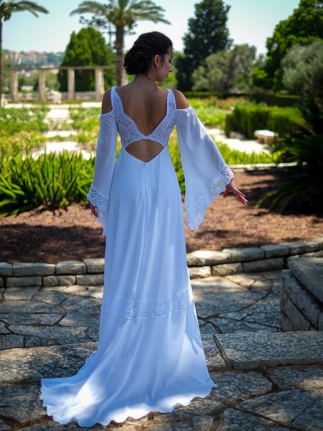 שמלת כלה בסגנון דיסקו עם שרוולי פעמון וחיתוכי תחרה מיוחדים בגב