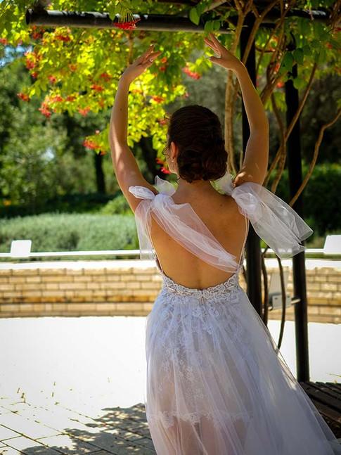 שמלת כלה בלרינה בעלת חצאית טול, בגד גוף תחרה ומפתח גב עמוק