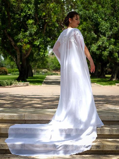 גלימה נסיכותית לשמלת כלה עם שובל ארוך ותחרה בגב
