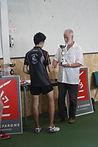 Nicolas MARTIGNAC recevant la coupe du finaliste du TOP 16 aveyronnais