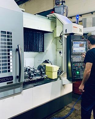 Centro de mecanizado CNC profesional