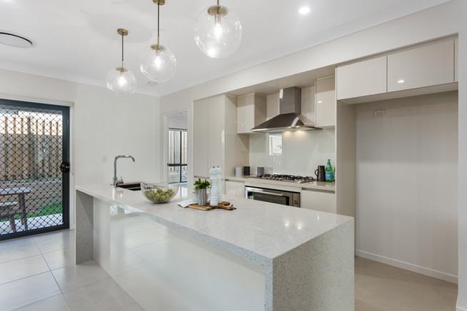 Kitchen with Island Benc