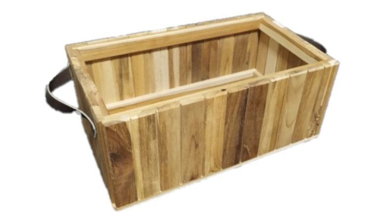 Box Ripado em Teca com Alça de Couro  35x20x12.