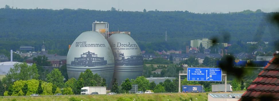 """Gestaltungsentwurf für """"Faultürme"""" Die """"Faultürme"""" der Stadtentwässerung sind ein dominantes Objekt an der A4, eine der wichtigsten Einreisestellen nach Dresden"""