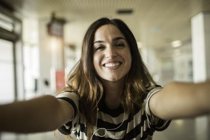 Descubre los beneficios de sonreír, ver y sentirse bien