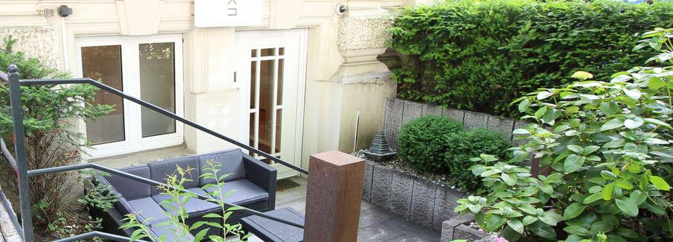 Loungemöbel und Vorgarten