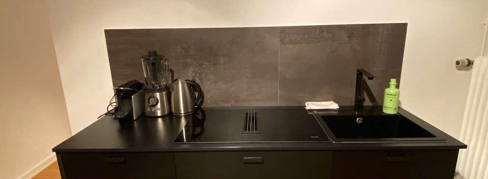 Küche mit Induktionsfeld