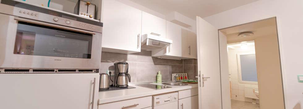 Küche und Badezimmer