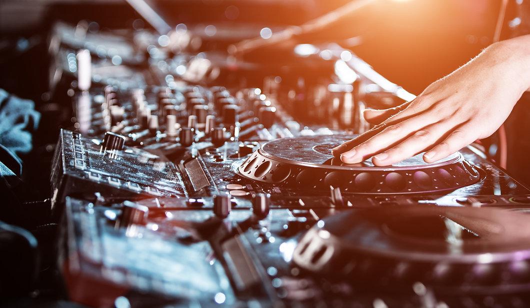 52805-dj-cd-mixer-equipment.jpg
