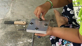 Tightening of Screw on the Mould.png