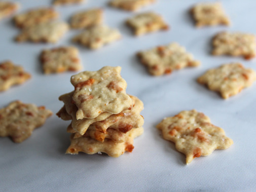 Spicy Cheddar Sourdough Crackers