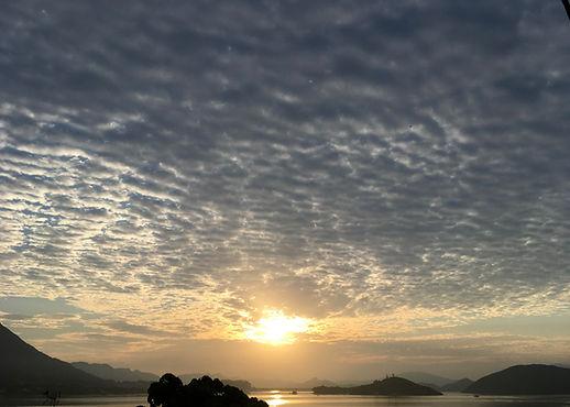 烏雲下的陽光.jpg