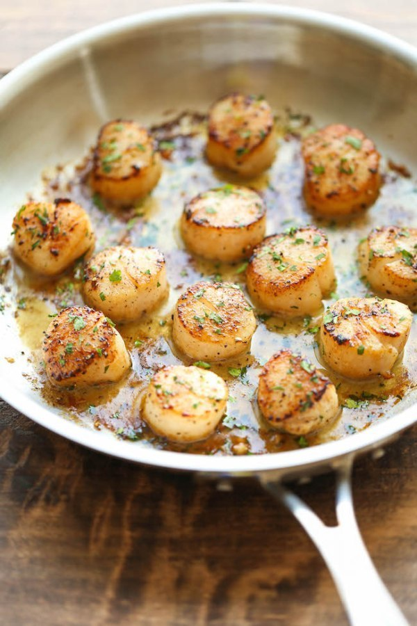 Simple Garlic Butter Scallops