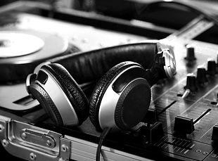 DJ%20Headphones_edited.jpg