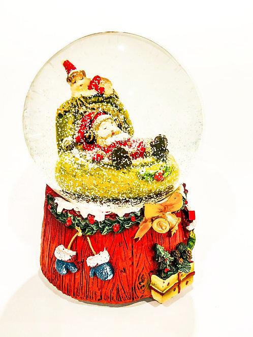 Санта в снежном шаре