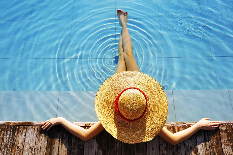 detente_111794094_femme_piscine