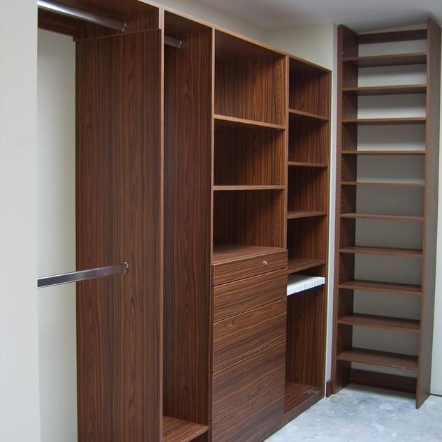Woodgrain Walk-in in Pallisander interna