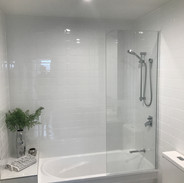 Bath screens - 6mm Semi frameless fixed.