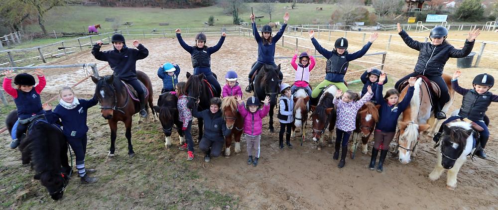 Présentation du groupe des babies poney du club hippique du quercy