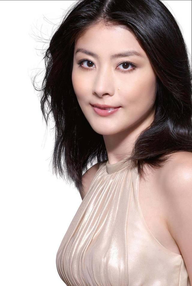 Kelly Chan的眼睛就是下三白眼了^^
