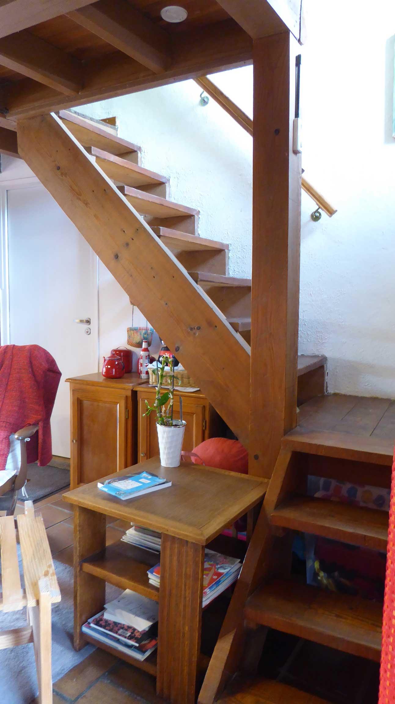 gite-la-fond-acces-etage-escalier