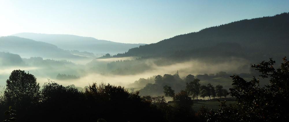 Lafond-Chauffailles au lever du jour matin d'automne