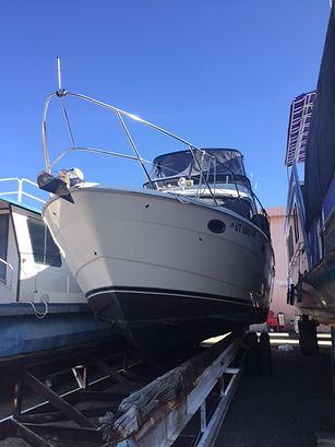 Meridian 391 drydocked in Page Arizona