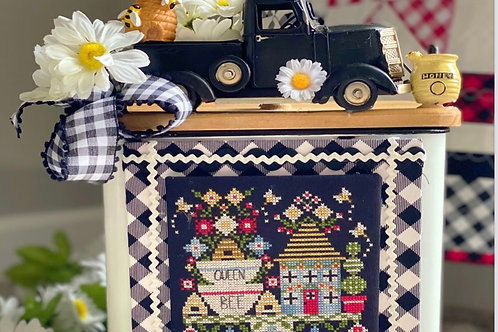 Queen Bee Bakery - by Stitching With the Housewives