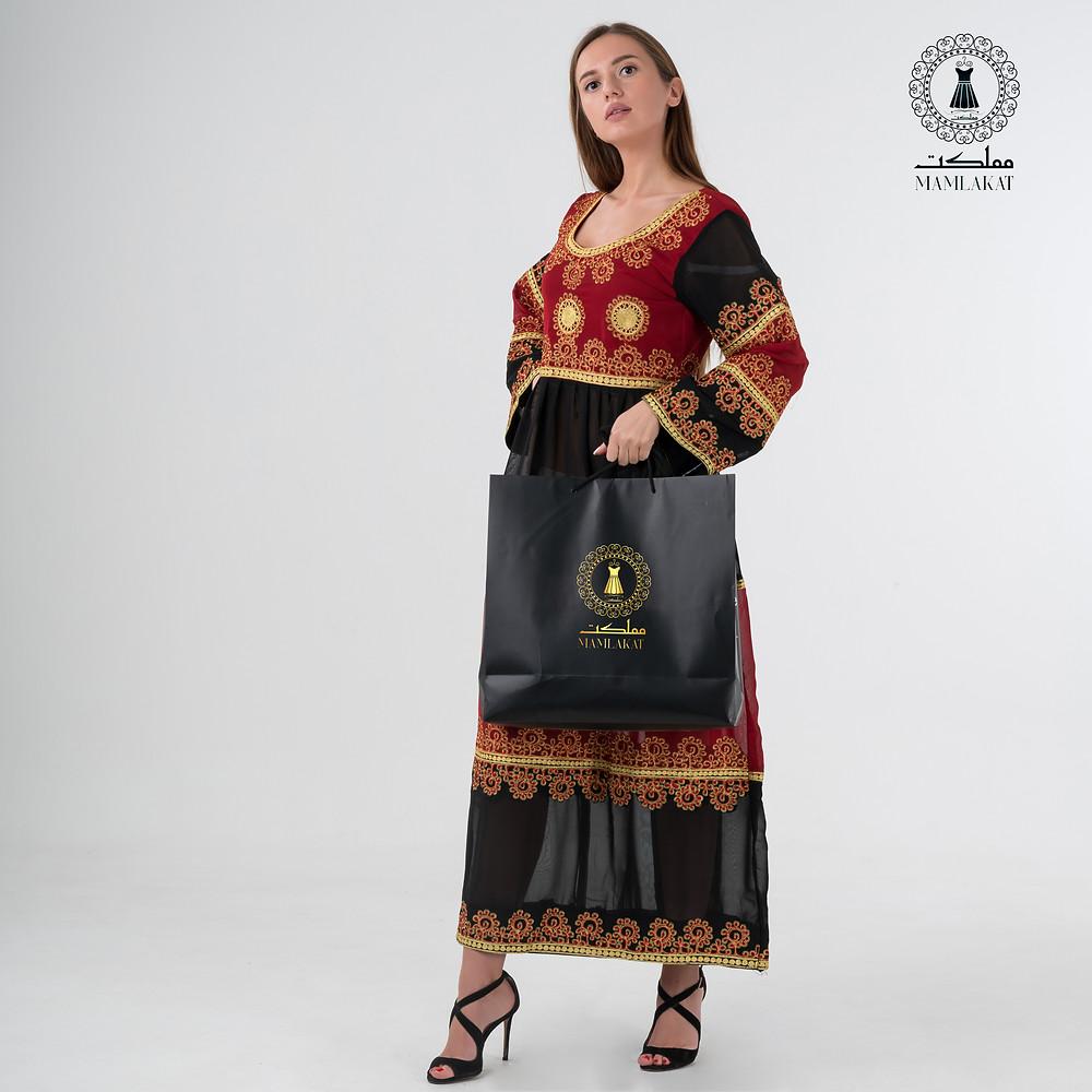 beautiful-dress-women-holding-mamlakat-shopping-bag